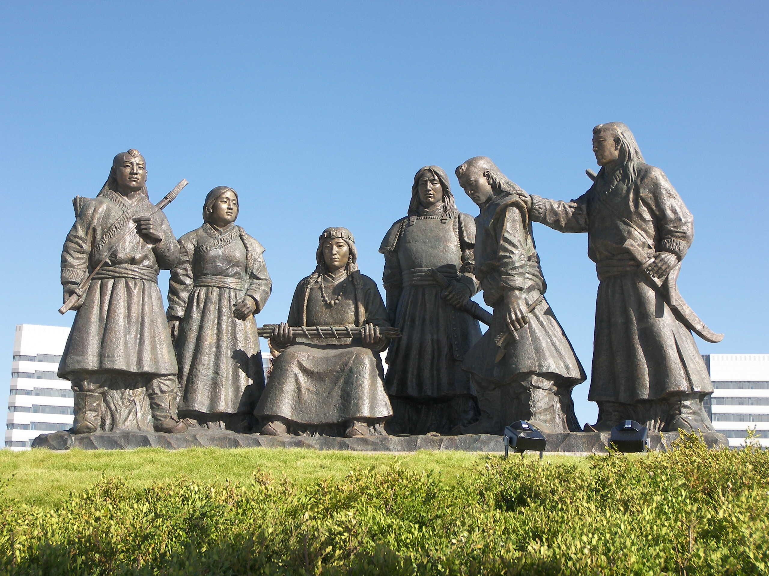 2006年鄂尔多斯雕塑群之《草原母亲》