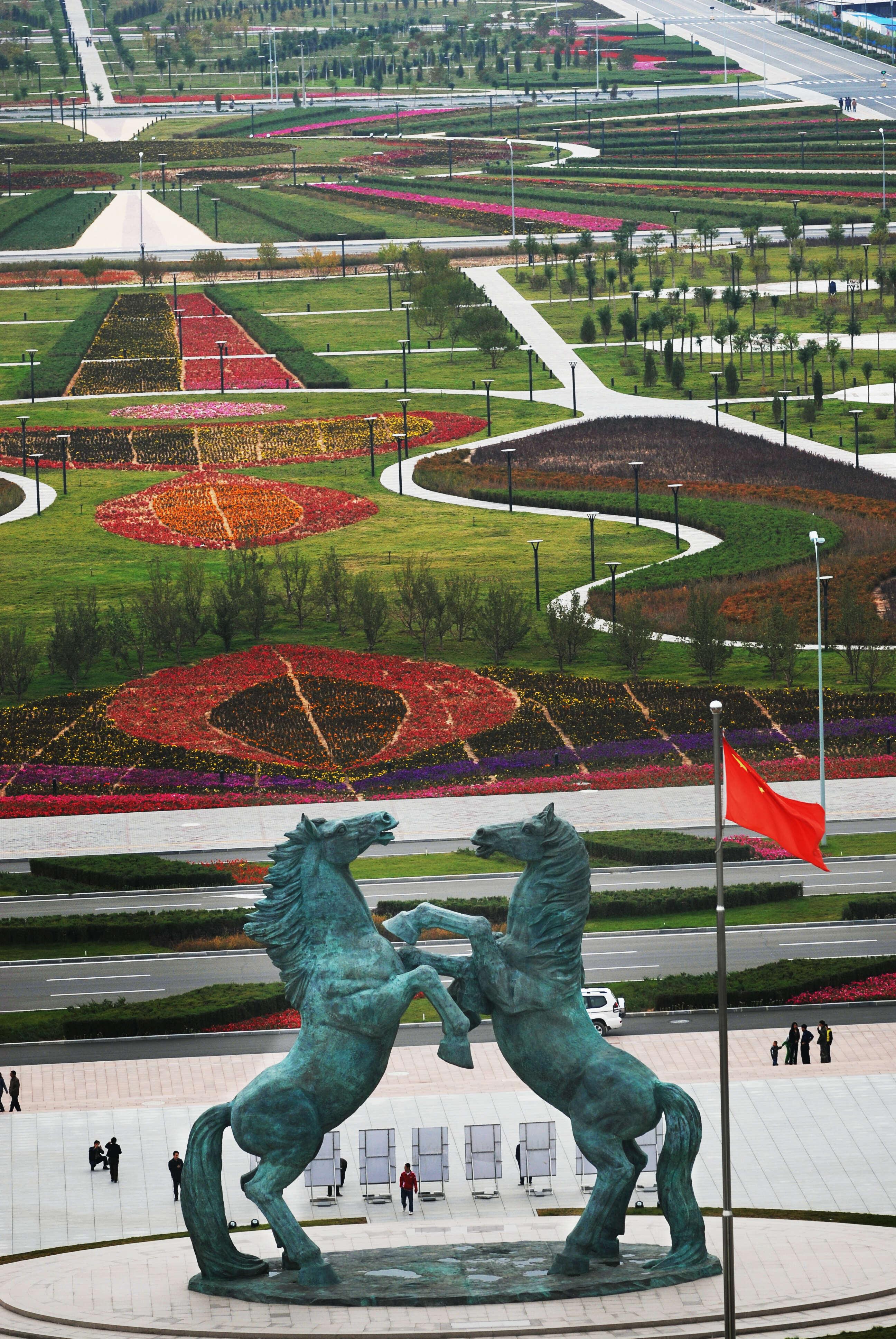 2006年鄂尔多斯雕塑群之《天驹行空》